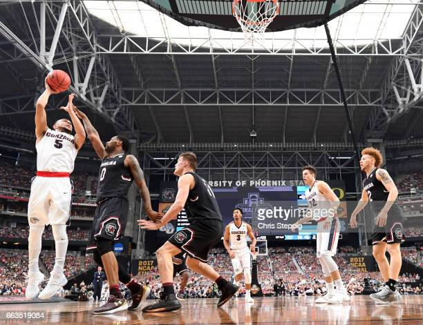 Nigel WilliamsGoss of the Gonzaga Bulldogs takes a jumpshot over Sindarius Thornwell of the South Carolina Gamecocks during the 2017 NCAA Men's Final...