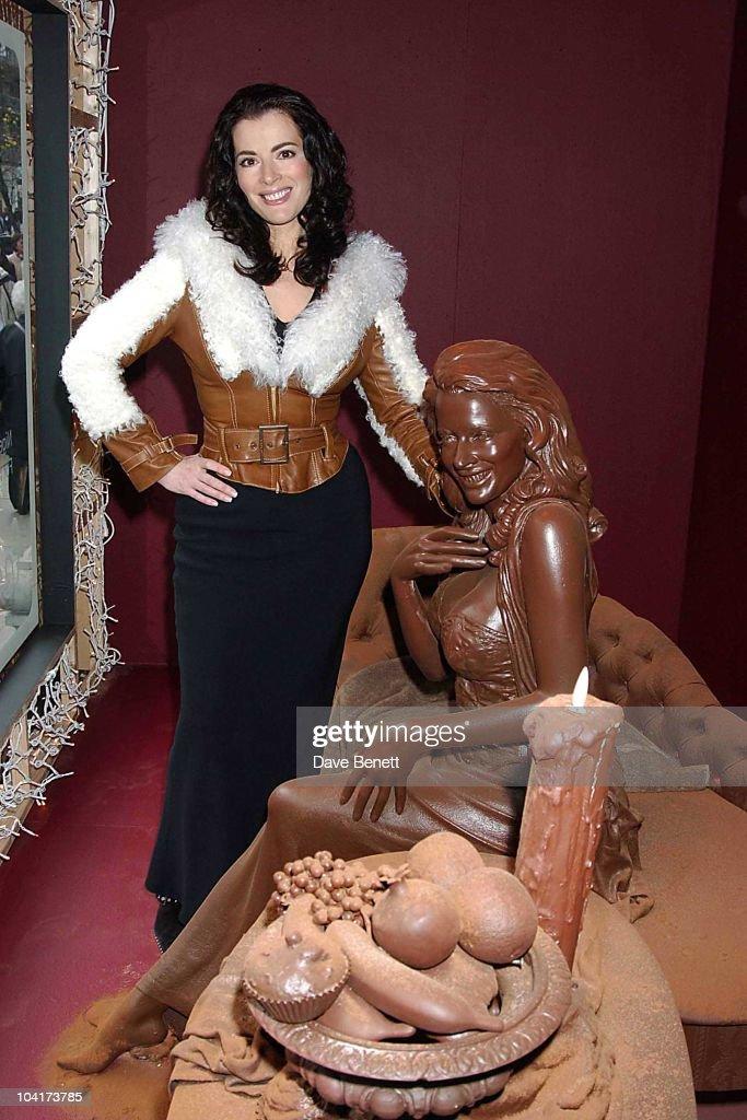 Nigella Lawson Choclate Double Unveiling For Auction In Aid Of Barnados Selfridges Window, London, Nigella Lawson