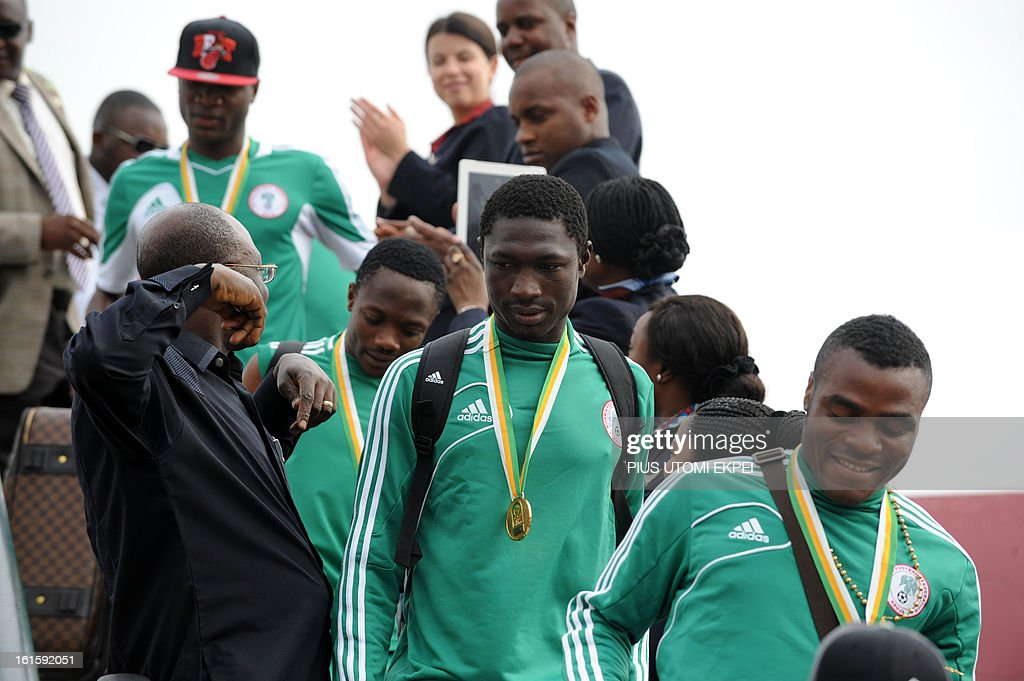 Nigerian football team players alight from the plane, in Abuja onFebruary 12, 2013. The newly crowned African champions Nigerian Super Eagles arrives in Abuja to a warm reception by fans and government officials after defeating Burkina Faso to win the 2013 African Cup of Nations in South Africa.