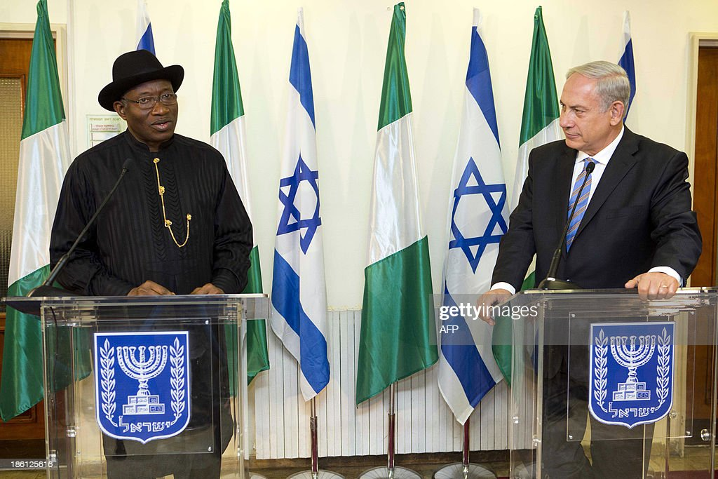 Nigerian President Goodluck Jonathan (L) and Israeli Prime Minister Benjamin Netanyahu (R) speak during a joint press conference on October 28, 2013, at the Prime Minister's Office in Jerusalem.