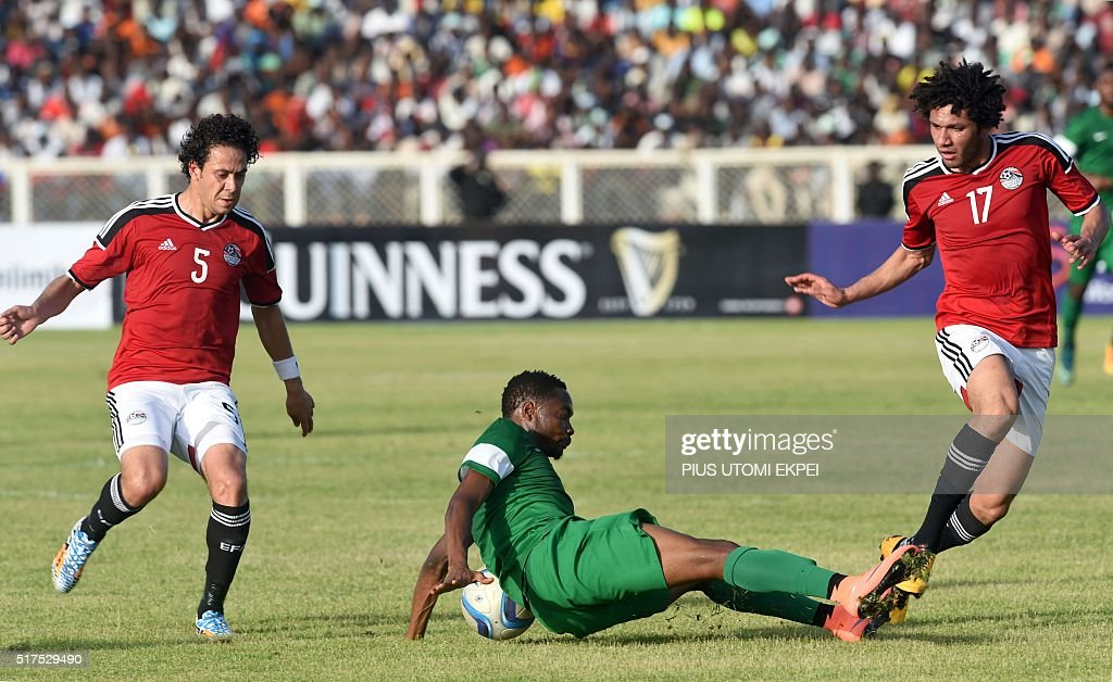Nigeria's forward Ahmed Musa (C) falls on the ball during the African Cup of Nations qualification match between Egypt and Nigeria, on March 25, 2016, in Kaduna. / AFP / PIUS UTOMI EKPEI