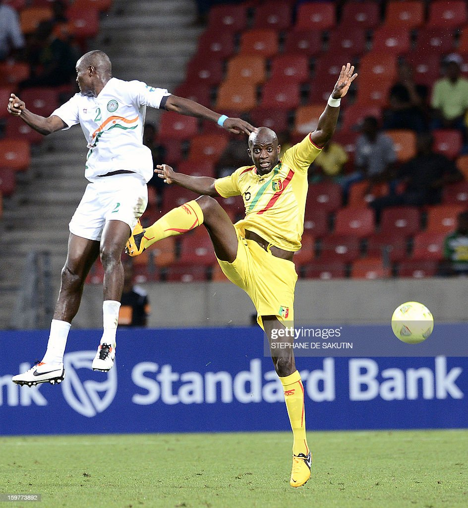 Niger's forward Moussa Maazou (L) vies with Mali's midfielder Momo Sissoko (R) during the 2013 Africa Cup of Nations football match at Nelson Mandela Bay Stadium in Port Elizabeth on January 20, 2013.