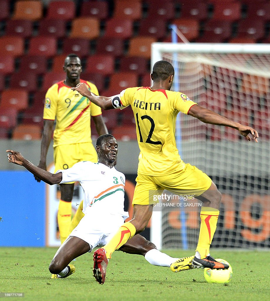 Niger's midfielder Karim Lancina (L) vies with Mali's midfielder Seydou Keita (R) during their 2013 Africa Cup of Nations football match at Nelson Mandela Bay Stadium in Port Elizabeth on January 20, 2013.