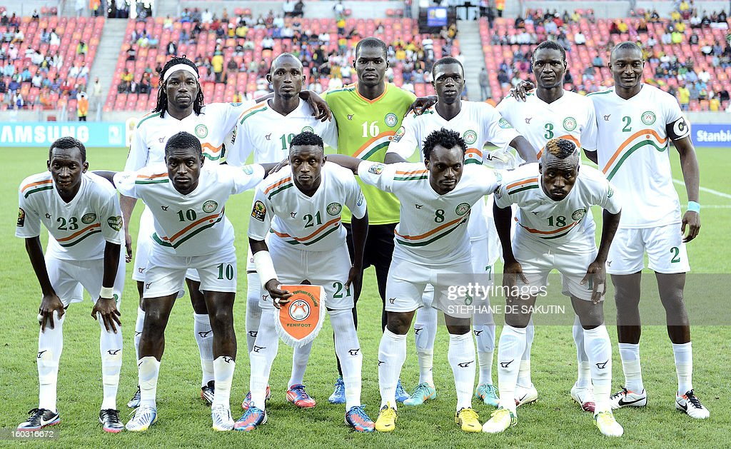 Niger's national football team poses on January 28, 2013 before a 2013 African Cup of Nation Group B football match against Ghana at Nelson Mandela Bay Stadium in Port Elizabeth. Front row, from left : defender Mohamed Soumaila, midfielder Boubacar Talatou, defender Mohamed Bachar, defender Kourouma Fatokouma, defender Koffi Dan Kowa. Back row, from left : defender Mohamed Chicoto, defender Issiaka Koudize, goalkeeper Daouda Kassaly, forward Modibo Sidibe, midfielder Karim Lancina, forward Moussa Maazou. AFP PHOTO / STEPHANE DE SAKUTIN