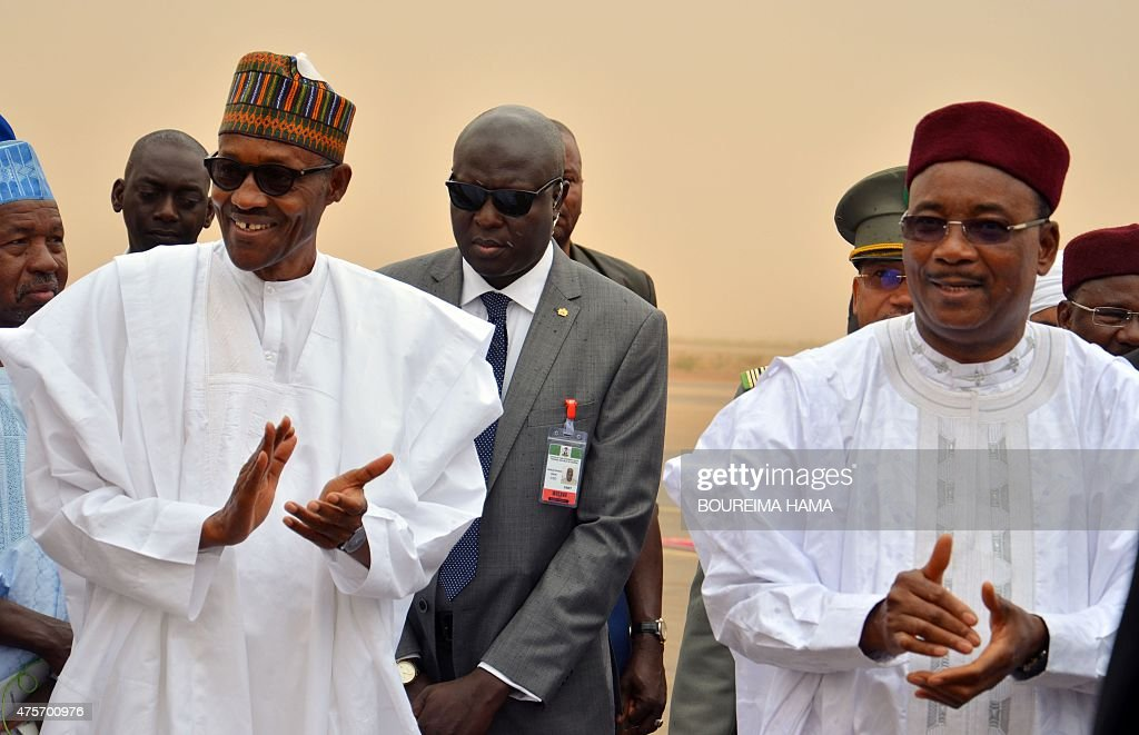 Niger's president Mahamadou Issoufou (R) welcomes Nigerian counterpart Mohammadu Buhari at the Niamey airport on June 3, 2015. Buhari is on two day visit in Niger.