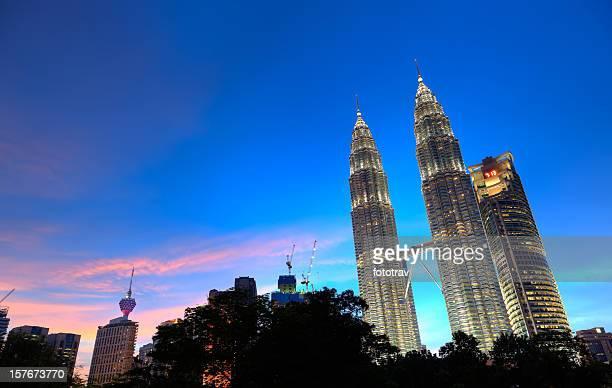 Nuit du centre commercial Suria KLCC, à Kuala Lumpur