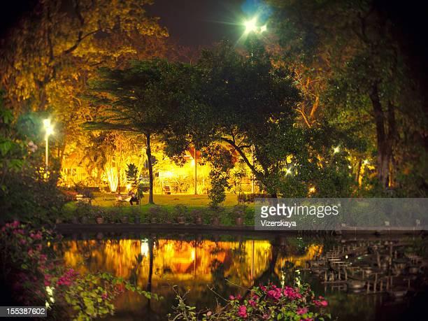 Parc de nuit à Bangkok