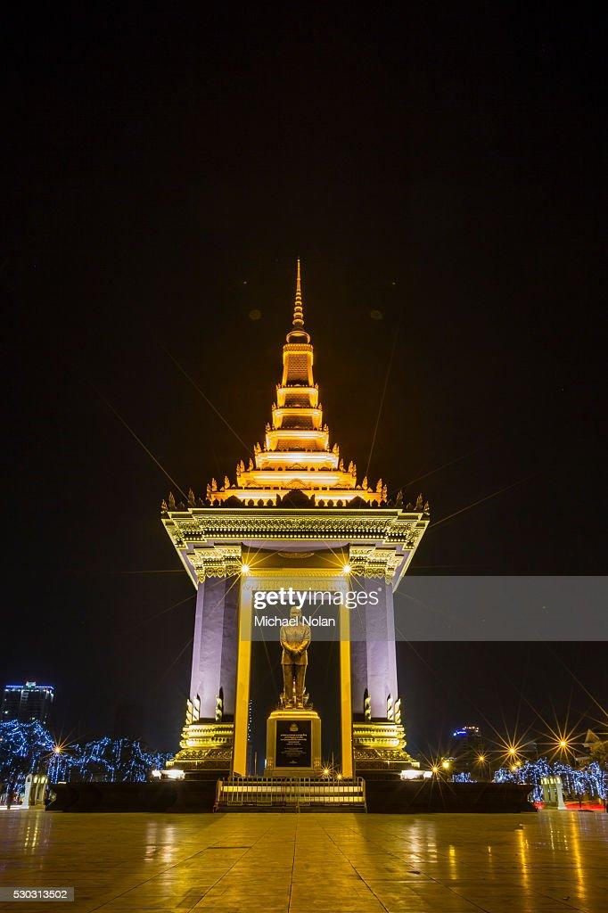 Night photograph of the Statue of Norodom Sihanouk, Phnom Penh, Cambodia, Indochina, Southeast Asia, Asia