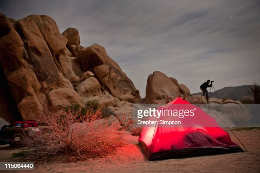night photography and camping in the desert : Bildbanksbilder