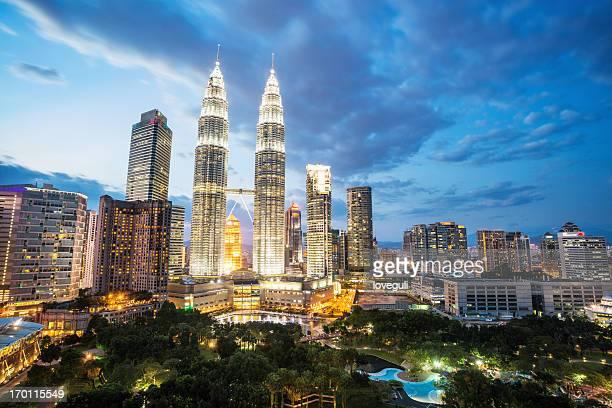 Escena nocturna de la ciudad de kuala Lumpur