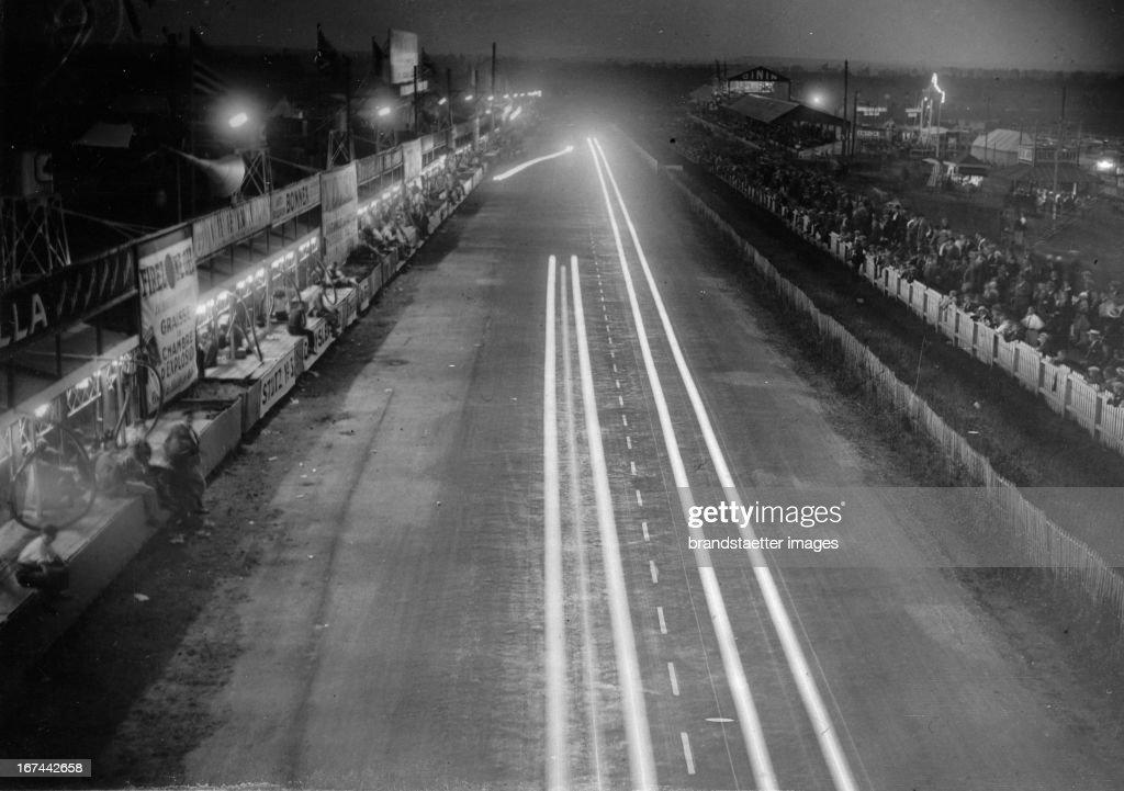 Night shot of the Le Mans circuit (24-hour race at Le Mans). About 1935. Photograph. (Photo by Imagno/Getty Images) Nachtaufnahme der Rennstrecke von Le Mans (24-Stundenrennen von Le Mans). Um 1935. Photographie. .