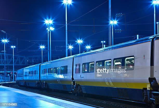 La gare de Train de nuit illuminée