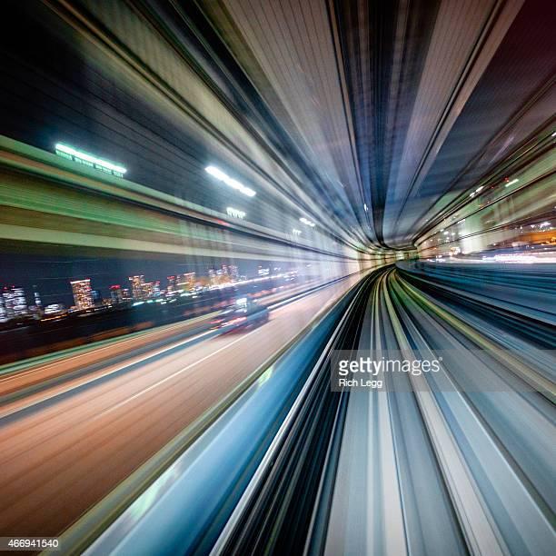 夜は、日本の鉄道