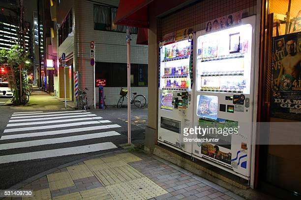 夜の自動販売機