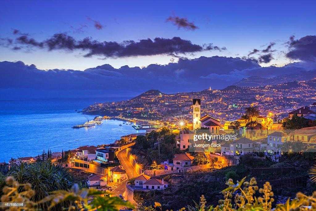 Noite ver no Funchal sobre Madeira : Foto de stock