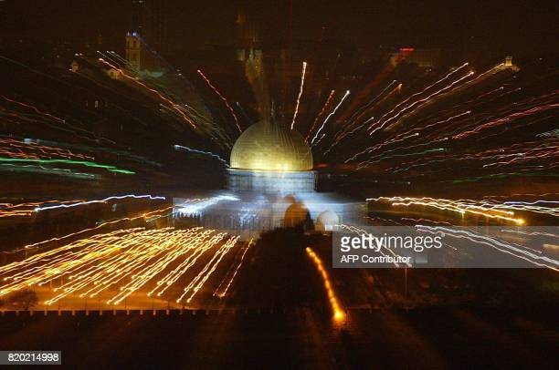 Night view showing Islam's Dome of the Rock mosque litup at the AlAqsa mosque compound in East Jerusalem 02 May 2002 AFP PHOTO DOMINIQUE FAGET / AFP...