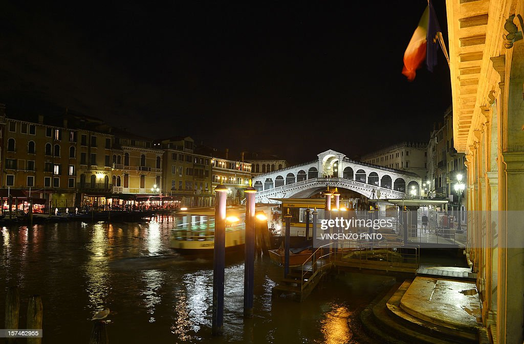 A night view taken on December 2, 2012 of the Rialto bridge in Venice.