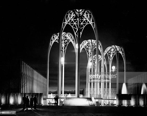 Nighttime view of United States Science Pavilion at the Century 21 Exposition Seattle Washington 1962 Designed by architect Minoru Yamasaki the...