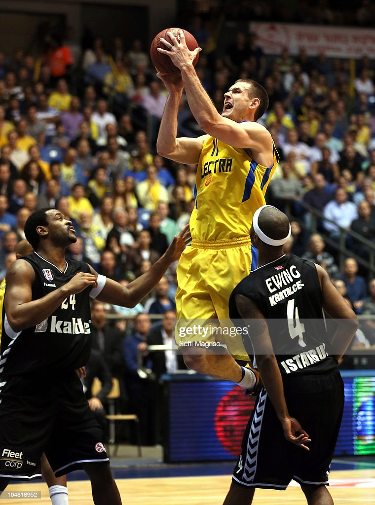 Nik Caner-Medley, #11 of Maccabi Electra Tel Aviv in action during the 2012-2013 Turkish Airlines Euroleague Top 16 Date 13 between Maccabi Electra Tel Aviv v Besiktas JK Istanbul at Nokia Arena on March 28, 2013 in Tel Aviv, Israel.