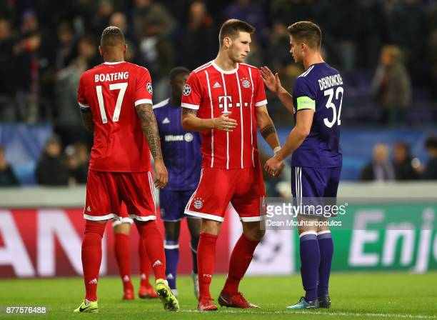 Niklas Suele of Bayern Muenchen shakes hands with Leander Dendoncker of RSC Anderlecht after the UEFA Champions League group B match between RSC...