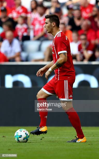 Niklas Suele of Muenchen runs with the ball during the Audi Cup 2017 match between SSC Napoli and FC Bayern Muenchen at Allianz Arena on August 2...