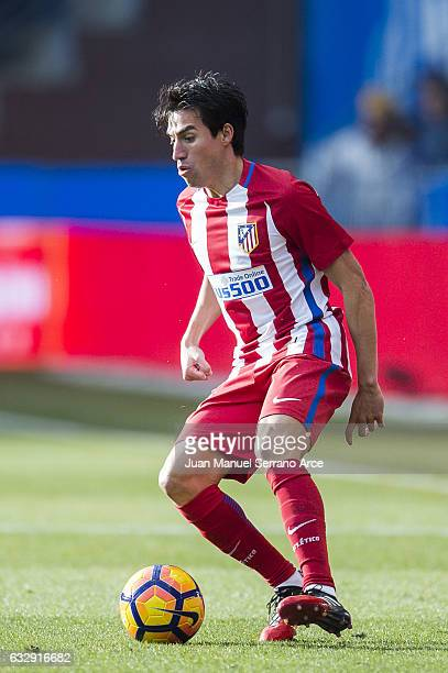 Niko Gaitan of Atletico Madrid controls the ball during the La Liga match between Deportivo Alaves and Atletico Madrid at Mendizorroza stadium on...