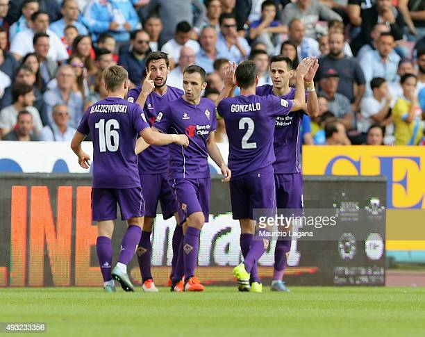 Nikola Kalicic of Fiorentina celebrates after scoring the equalizing goal during the Serie A match between SSC Napoli and ACF Fiorentina at Stadio...