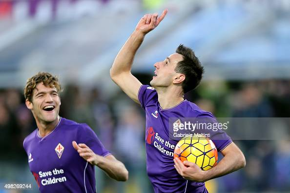 Nikola Kalinic of ACF Fiorentina celebrates after scoring a goal during the Serie A match between ACF Fiorentina and Empoli FC at Stadio Artemio...