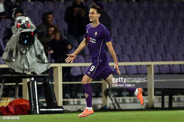 Nikola Kalinic of ACF Fiorentina celebrates after scoring a goal during the Serie A match between ACF Fiorentina and Juventus FC at Stadio Artemio...