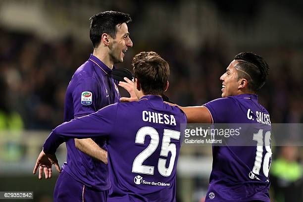 Nikola Kalinic of ACF Fiorentina celebrates after scoring a goal during the Serie A match between ACF Fiorentina and US Sassuolo at Stadio Artemio...