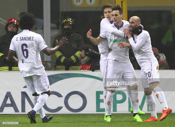 Nikola Kalinic of ACF Fiorentina celebrates his goal with his teammates during the Serie A match between AC Milan and ACF Fiorentina at Stadio...