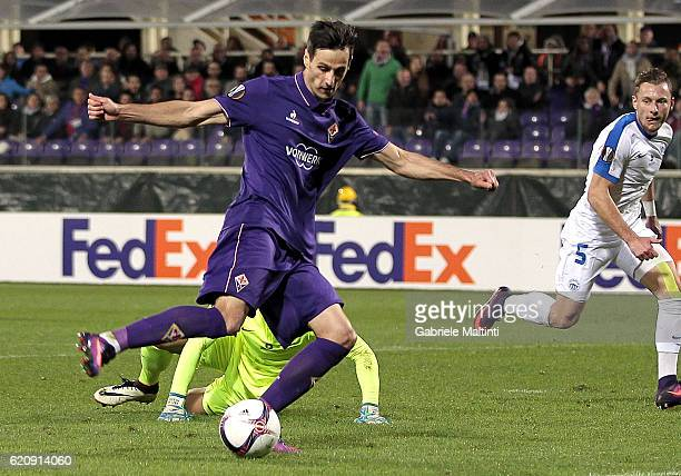 Nikola Kalinic of ACF Fiorentina scores a goal during the UEFA Europa League match between ACF Fiorentina and FC Slovan Liberec at Artemio Franchi on...