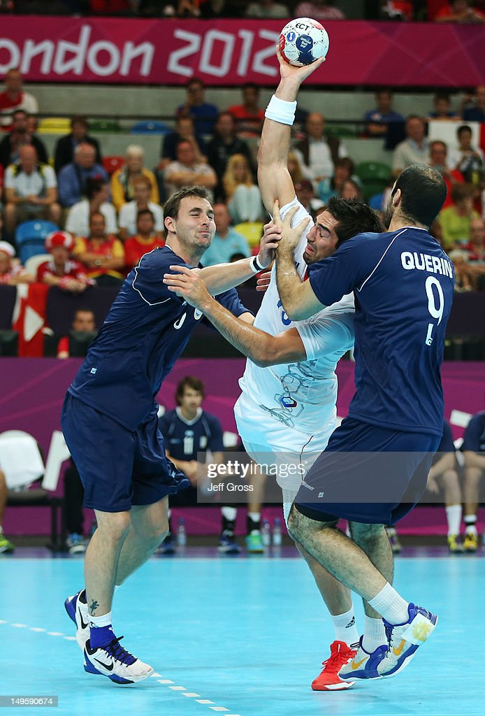 <a gi-track='captionPersonalityLinkClicked' href=/galleries/search?phrase=Nikola+Karabatic&family=editorial&specificpeople=620415 ng-click='$event.stopPropagation()'>Nikola Karabatic</a> of France goes between Pablo Sebastian Portela (L) and Leonardo Facundo Querin of Argentina (R) during the Men's Handball Preliminary match between Argentina and France on Day 4 of the London 2012 Olympic Games at The Copper Box on July 31, 2012 in London, England.