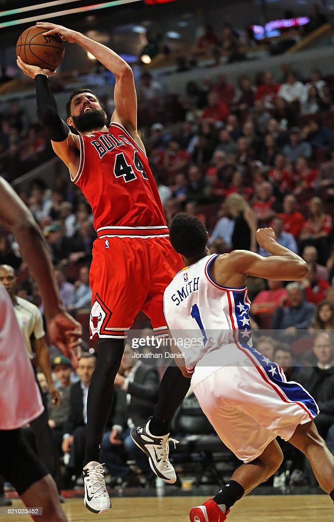 Nikola Mirotic #44 of the Chicago Bulls shoots over Ish Smith #1 of the Philadelphia 76ers on his way to a game-high 32 points at the United Center on April 13, 2016 in Chicago, Illinois. The Bulls defeated the 76ers 115-105.