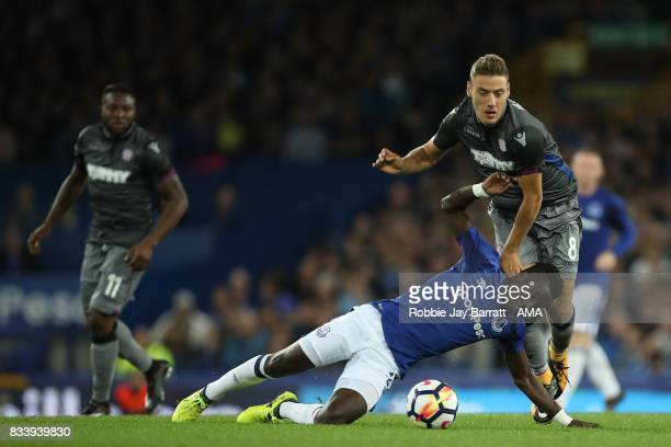 Nikola Vlasic of Hadjuk Split and Idrissa Gueye of Everton during the UEFA Europa League Qualifying PlayOffs round first leg match between Everton FC...