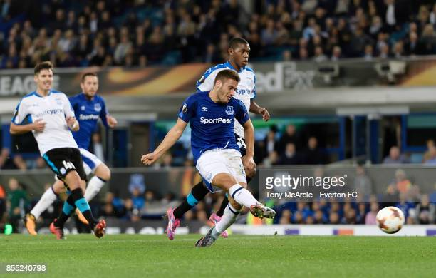 Nikola Vlasic shoots to score during the UEFA Europa League match between Everton and Apollon Limassol at Goodison Park on September 28 2017 in...