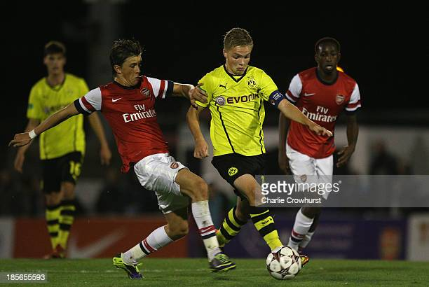 Nils Lennart Dietz of Borussia Dortmund looks to get away from Kristoffer Olsson of Arsenal during the UEFA Youth League match between Arsenal U19...