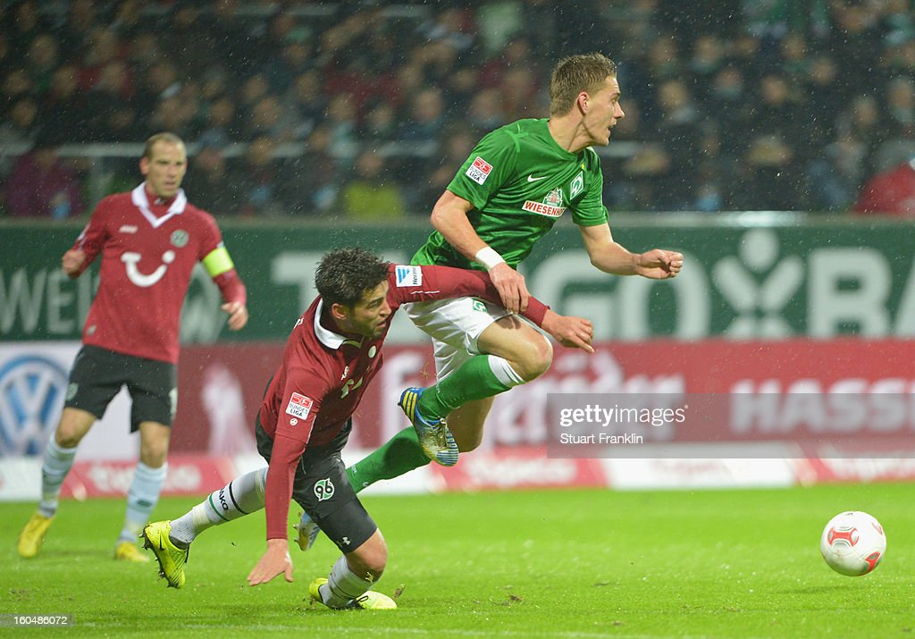 <a gi-track='captionPersonalityLinkClicked' href=/galleries/search?phrase=Nils+Petersen&family=editorial&specificpeople=4400792 ng-click='$event.stopPropagation()'>Nils Petersen</a> of Bremen challenges for the ball with <a gi-track='captionPersonalityLinkClicked' href=/galleries/search?phrase=Karim+Haggui&family=editorial&specificpeople=542358 ng-click='$event.stopPropagation()'>Karim Haggui</a> of Hannover during the Bundesliga match between SV Werder Bremen and Hannover 96 at Weser Stadium on February 1, 2013 in Bremen, Germany.