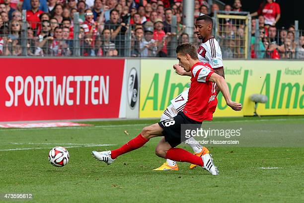 Nils Petersen of Freiburg scores the second etam goal during the Bundesliga match between Sport Club Freiburg and FC Bayern Muenchen at...