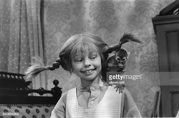 Nilsson Inger *Schauspielerin S'Pippi Langstrumpf' als 'Pippi Langstrumpf' mit ihrem Affen Herr Nilsson auf der Schulter