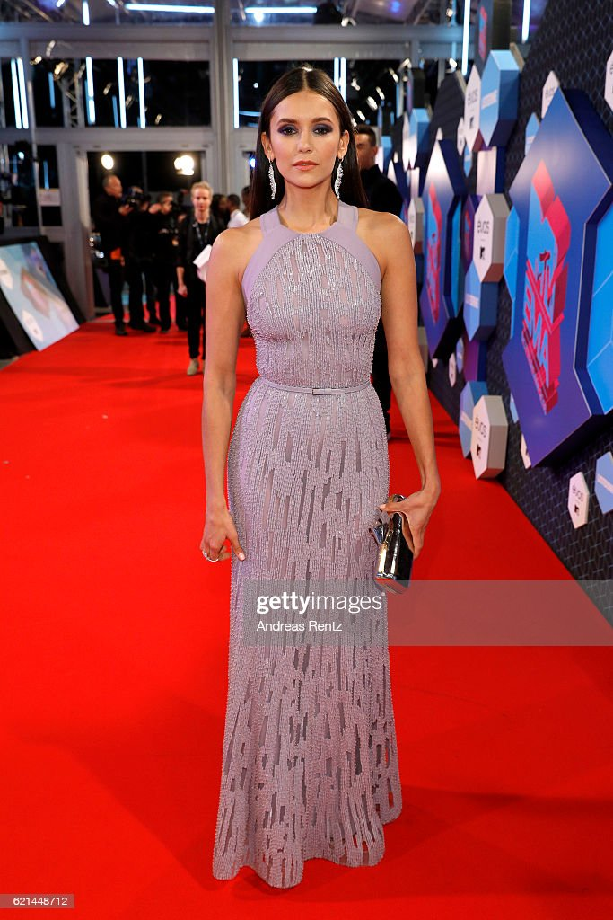 nina-dobrev-attends-the-mtv-europe-music-awards-2016-on-november-6-picture-id621448712