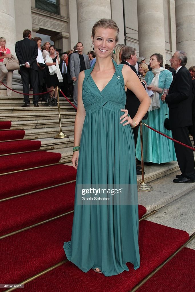 <a gi-track='captionPersonalityLinkClicked' href=/galleries/search?phrase=Nina+Eichinger&family=editorial&specificpeople=821901 ng-click='$event.stopPropagation()'>Nina Eichinger</a> attends the 'Guillaume Tell' Opera Premiere at the Opera Festival Opening In Munich on June 28, 2014 in Munich, Germany.