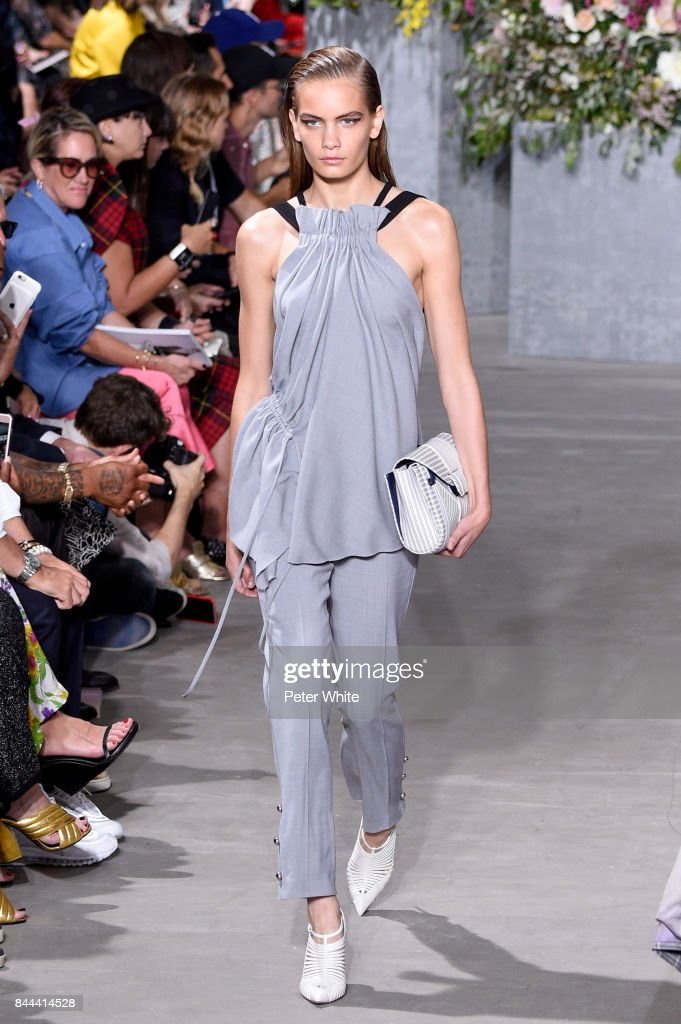 nina-marker-walks-the-runway-at-the-jason-wu-show-during-the-new-york-picture-id844414528