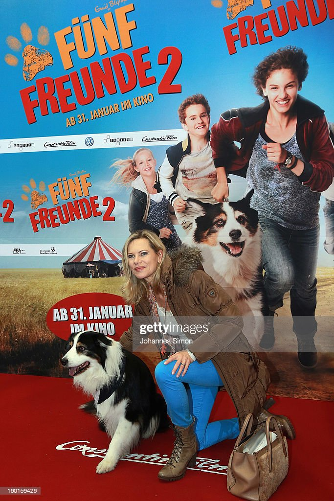 <a gi-track='captionPersonalityLinkClicked' href=/galleries/search?phrase=Nina+Ruge&family=editorial&specificpeople=216405 ng-click='$event.stopPropagation()'>Nina Ruge</a> and dog Coffey attend the 'Fuenf Freunde 2' movie premiere at CineMaxx Cinema on January 27, 2013 in Munich, Germany.