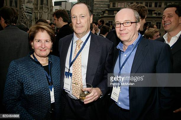 Nina Zagat Steve Brill and Alan Murray attend FOUNDERS CLUB New York BARRY DILLER welcome TIM ARMSTRONG JON MILLER at Roof Garden on June 4 2008 in...