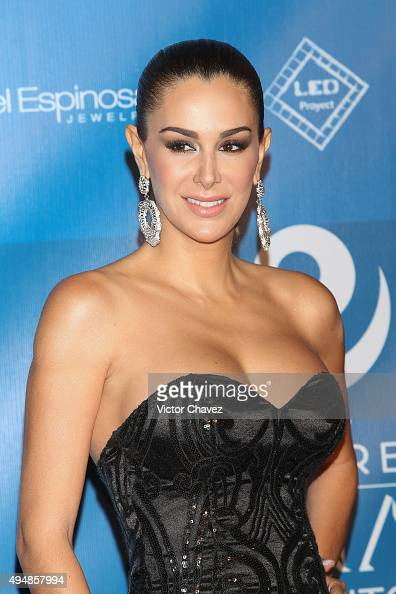 conde latin singles Goldstar has ninel conde ninel conde & maribel guardia: latin along with a thriving music career peppered with popular singles such as callados.