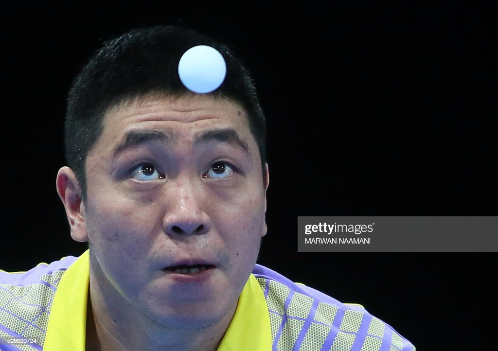Ning Gao of Singapore serves the ball to Xin Xu of China during their men's singles semi-final table tennis match in the ITTF Nakheel Table Tennis Asian Cup, on April 29, 2016 in Dubai. / AFP / MARWAN