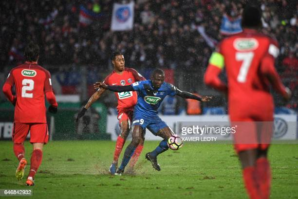 Niort's Ande Dona Ndoh vies with Paris SaintGermain's French defender Presnel Kimpembe during the French Cup football match between Niort and PSG on...