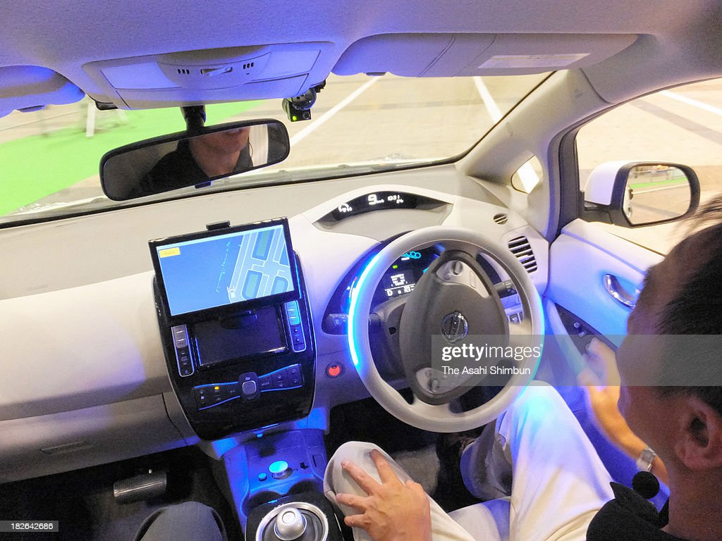 Nissan Motor Co's self-driving car starts to turn at an intersection during the CEATEC (Combined Exhibition of Advanced Technologies) Japan 2013 at Makuhari Messe on October 1, 2013 in Chiba, Japan. The exhibition is held October 1 to 5.