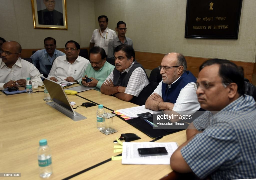 Nitin Gadkari, Minister of Road Transport & Highways, Shipping and Water Resources, River Development and Ganga Rejuvenation, Dr. Harsh Vardhan, Minister of Environment, Forests & Climate Change, Anil Baijal, Lieutenant Governor of Delhi, Delhi Health Minister Satyendra Kumar Jain and Delhi MPs attend the meeting along with Irrigation/Environment Ministers of Haryana and UP, on decongestion of Delhi & issues relating to Yamuna projects at Transport Bhawan, on September 13, 2017 in New Delhi, India.